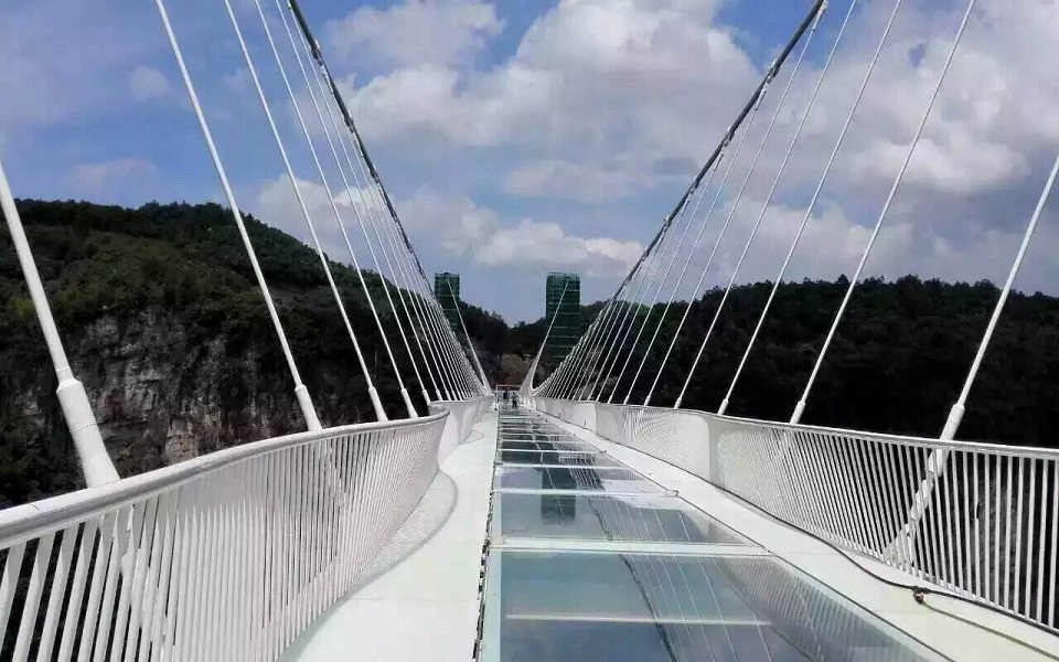 Glass Bridge cross Grand Canyon